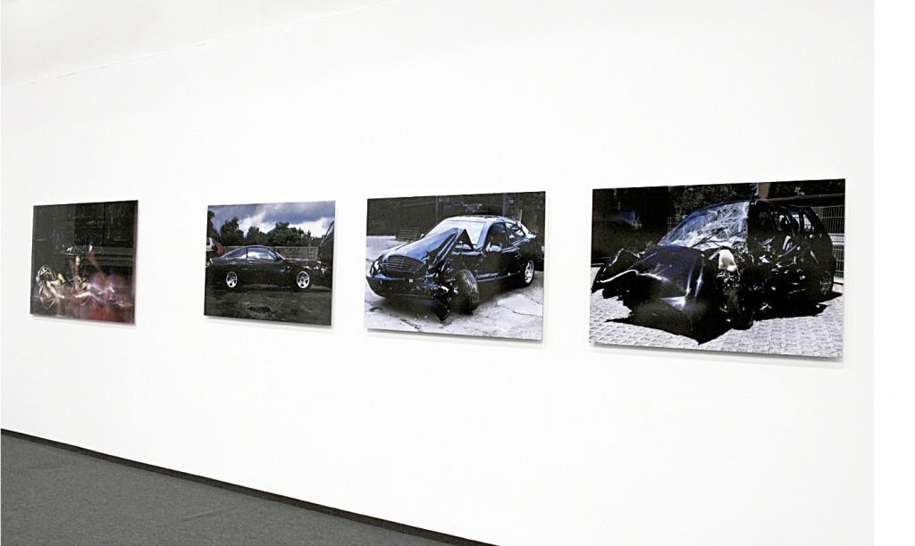 009_01_Car Wreck_2005_C Print_98.5x130cm